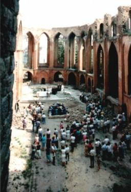 20 sierpnia 1989 – po uprzątnięciu gruzu w ruinie odbyło się I Nabożeństwo Ekumeniczne