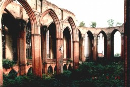Wnętrze nawy kościelnej od prezbiterium