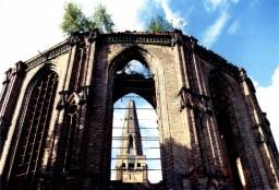 Wieża w oknie prezbiterium