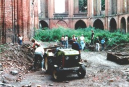 Porządkowanie ruiny w 1988