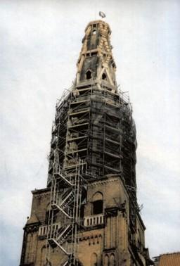 Iglica z żelbetonowym gorsetem i wiechą, luty 1999 r.