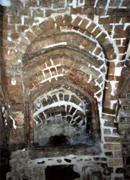 Chrzcielnica w południowej ścianie kaplicy