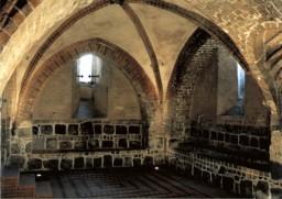 Ściana wschodnia i południowa; posadzka klinkierowa z wbudowanymi reektorami